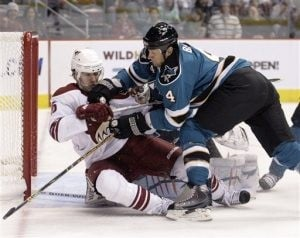 Bryzgalov, Coyotes shut down Sharks