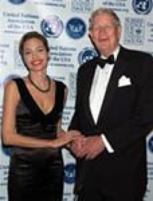 Angelina Jolie gets Global Humanitarian Award