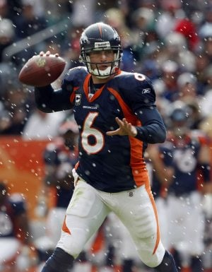 Broncos agree to trade Cutler to Bears