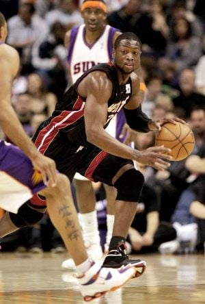 Suns handed 2nd loss in a row by Wade, Miami