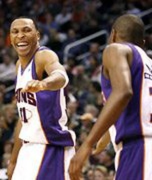 Suns win club-record 15th straight game