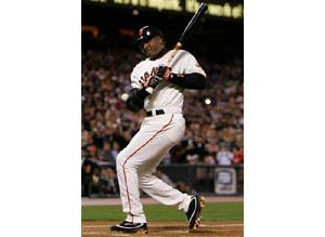 Barry Bonds hits 700th career home run