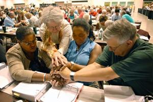 Lutheran gay clergy vote tests mainline churches
