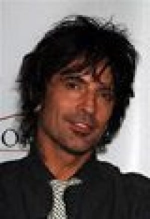 Tommy Lee injured during concert
