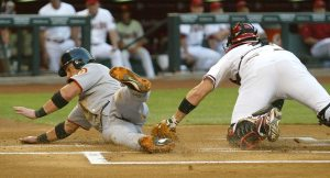 Giants defeat error-prone Diamondbacks