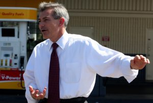 Schweikert challenges Mitchell on energy policy