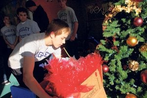 Higley High wrestlers play Santa Claus
