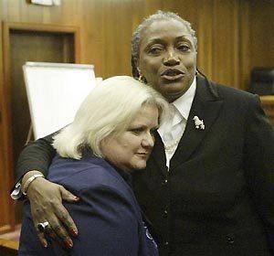 Smith's mom drops bid for body's custody