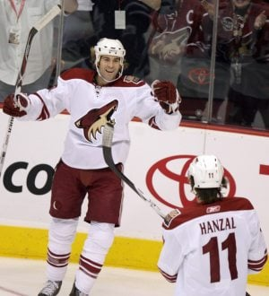 Bryzgalov stops 25 shots in Coyotes' victory over Maple Leafs
