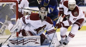 Bryzgalov, Coyotes shut out Blues