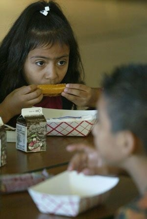 Schools summer meal programs help cut food costs