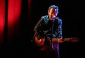 Springsteen holds Glendale Arena in thrall 