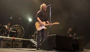 Dierks Bentley serenades, impresses hometown crowd