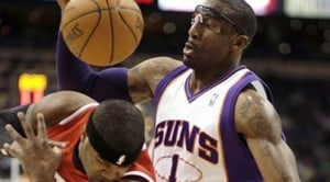Stoudemire leads Suns over Hawks