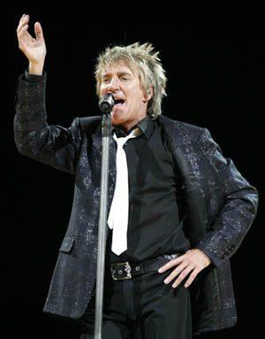Rod Stewart serenades Valley crowd with career retrospective