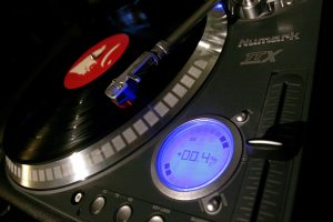 USB-enabled turntable breathes life into vinyl