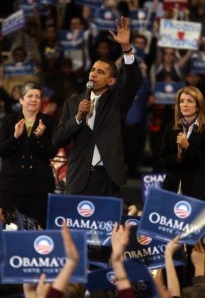 Obama rallies supporters in Phoenix