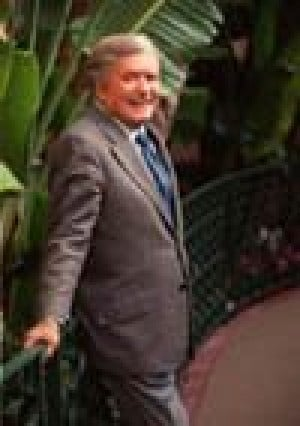 Mike Douglas, former TV show host, dies