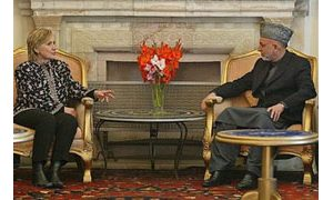 Clinton meets with Karzai, U.S. troops