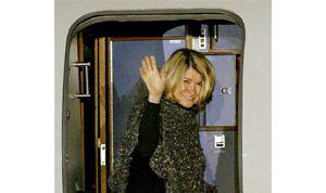 Martha Stewart returns home from prison