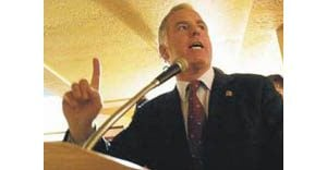 Howard Dean in the Valley shaping Democrats' national message
