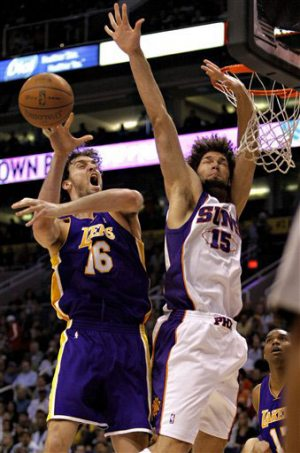 Lakers use balanced effort to beat Suns