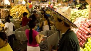 Long lines for Pro's Ranch Market in Mesa