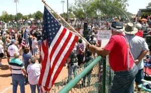 East Valley tea party protest draws 2,000