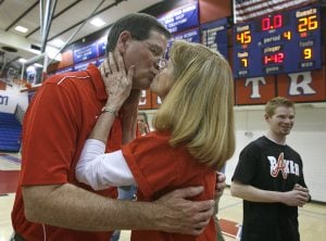 Mountain View basketball earns 700th win for coach