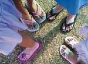 Save flip-flops for the beach, schools say 