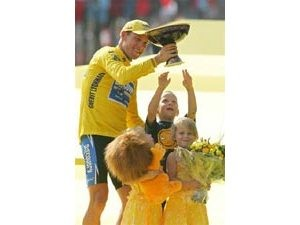 Armstrong bids farewell to Tour de France