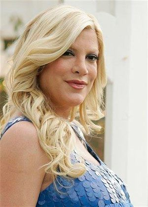 Tori Spelling says feud with mom is over