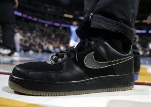 Nike says overseas sales help boost earnings