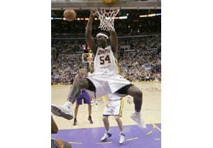 Lakers' Brown playing despite investigation