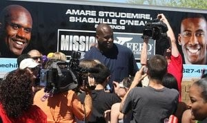 Shaq, Amaré help feed children in Mesa