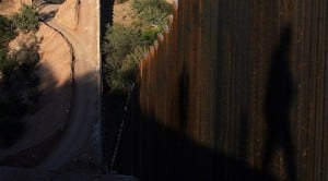 Border fence completion eludes government