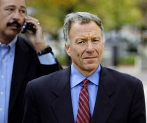 Bush commutes prison term of former White House aide Libby