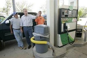 Congress struggles to act on gas prices