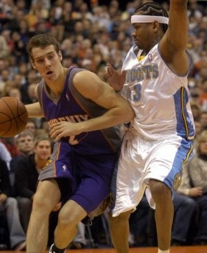 Anthony lifts Nuggets past Suns