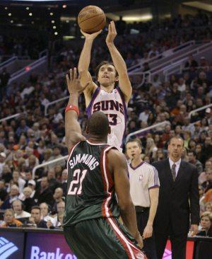 Nash, Stoudemire lead Suns past Milwaukee