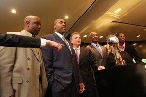 Scottsdale jeweler hands off Super Bowl trophy