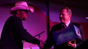 Toby Keith touts bar, Apache helicopters
