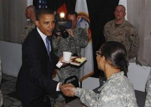 Obama breakfasts with troops in Kabul