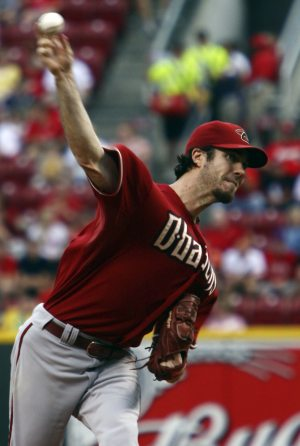 Haren hits, pitches D-Backs past Reds