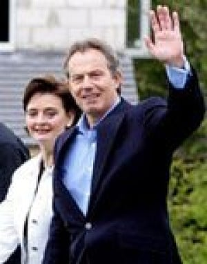 Blair's Labour Party wins re-election