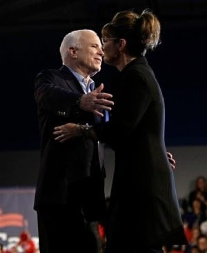 McCain, Palin stump in Mesa, face hecklers