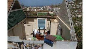 Ivan begins lashing Jamaica; dozens dead