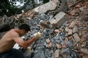 China quake survivors scavenge amid the ruins