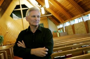 Lutherans begin gay clergy discussion in Minn.