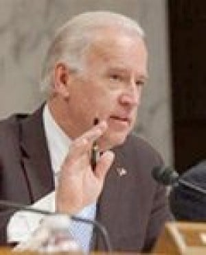 Senate panel votes against Bush on Iraq